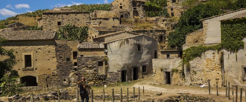 manutenzione, restauro e riqualificazione del patrimonio culturale e naturale dei villaggi, del paesaggio rurale e dei siti ad alto valore naturalistico, compresi gli aspetti socioeconomici
